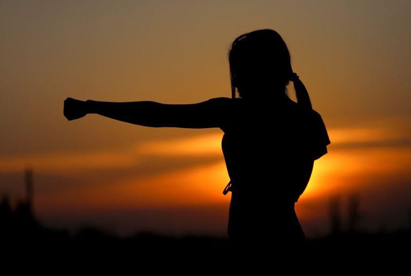 combat femme en exterieur