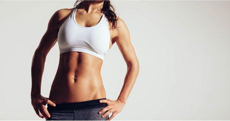 femme sportive au ventre plat