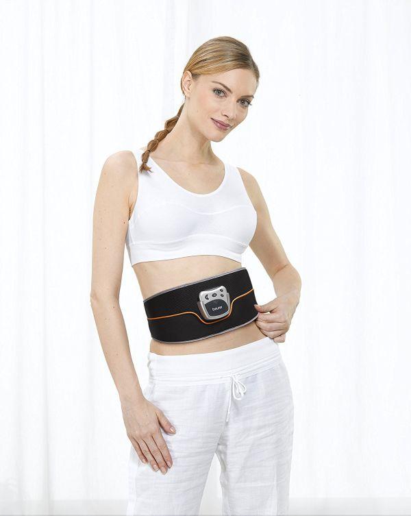 femme portant une ceinture beurer em35