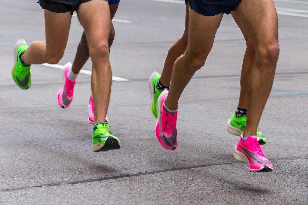 Hommes utilisant des Nike ZoomX Vaporfly Next%